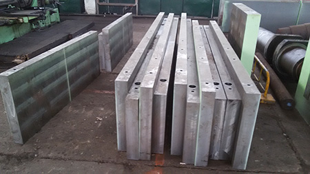 What is the common method of steel plate cutting