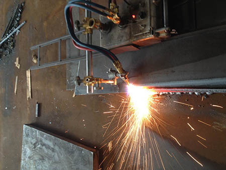 How to cut medium thick steel plates quickly and efficiently